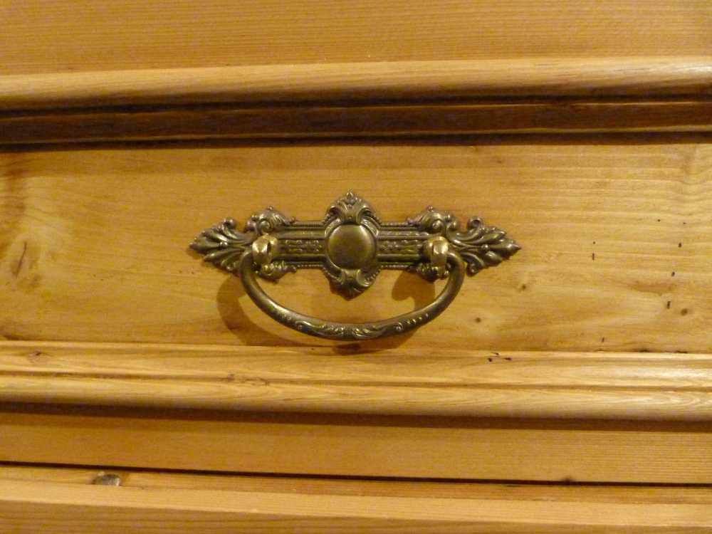 Schublade mit antikem Griff